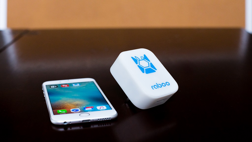 World's First Smart Mobile Cha...